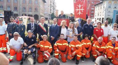 Il gruppo dei premiati in piazza Vittorio
