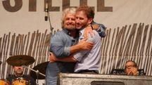 Beppe Grillo e Davide Casaleggio si abbracciano sul palco (Ansa)