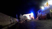 Incidente in A1, muore una ragazza di 25 anni (dal video dei vigili del fuoco)