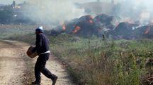 Incendio di rotoballe a Gambassi (Foto Gianni Nucci/Fotocronache Germogli)