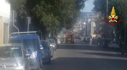 Cassonetti a fuoco in via Rocca Tedalda