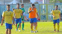 I giocatori della Fermana escono a testa bassa dal campo dopo la sconfitta contro la vastese (Foto Zeppilli)