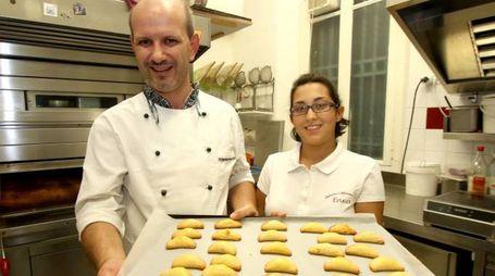 Enea Vantadori con i dolci del Centro Italia