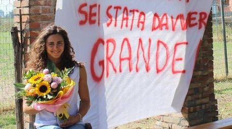 Giulia Ghiretti, 22 anni, festeggiata al rientro in Italia