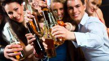 Uno studio rivela che la birra allenta le inibizioni - foto Kzenon / Alamy