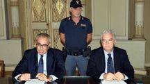 I dirigenti dell'anticrimine e della Digos Mario Barbato e Pietro Scroccarello