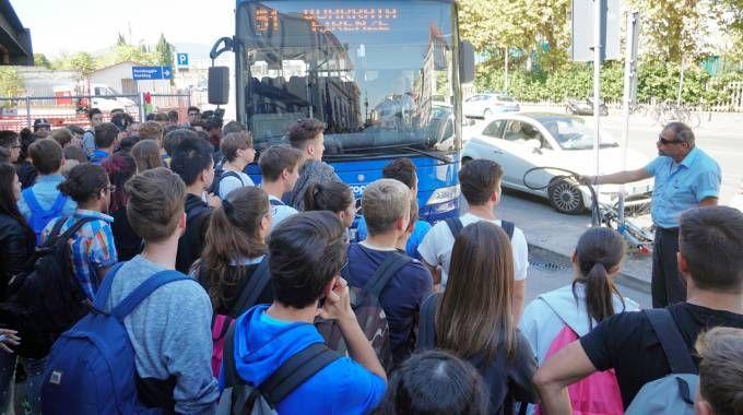 L'assalto ai bus (Acerboni / FotoCastellani)