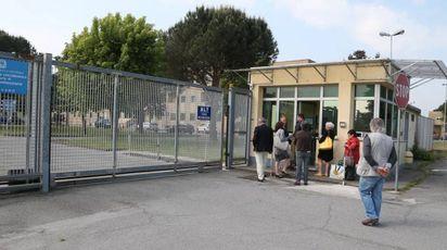 L'ingresso del carcere vigevanese dei Piccolini dove si è verificata la protesta di un detenuto che ha aggredito due agenti della Penitenziaria