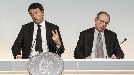 Renzi e Padoan presentano l'aggiornamento del Def
