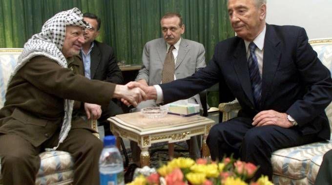 Shimon Peres e Yasser Arafat