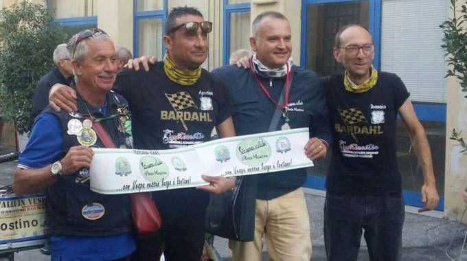 L'arrivo del Giro d'Italia in Vespa