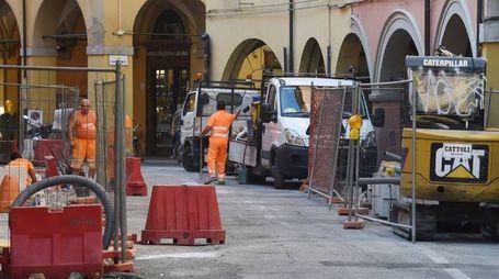 Bologna, i lavori in via Petroni (Foto Schicchi)