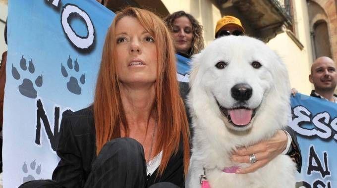 Michela Vittoria Brambilla con il cane a Lodi