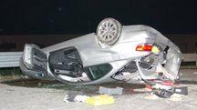 L'auto ribaltata dopo lo schianto