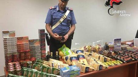 LA MERCE I prodotti rubati dalle due donne