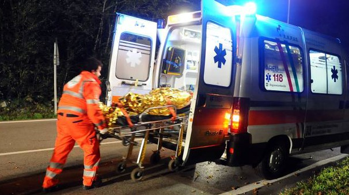L'uomo è stato portato in ospedale