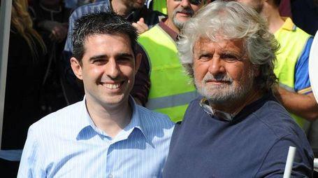 Il sindaco di Parma Federico Pizzarotti e Beppe Grillo (Ansa)