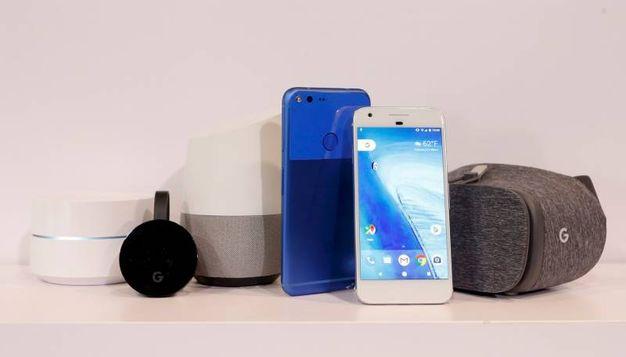 Pixel, Pixel XL e il set di device Google (LaPresse)
