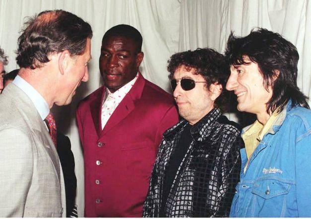 A colloquio con il principe Carlo d'Inghilterra nel 1996 (Ansa)