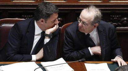 Il premier Renzi e il ministro Padoan (Ansa)