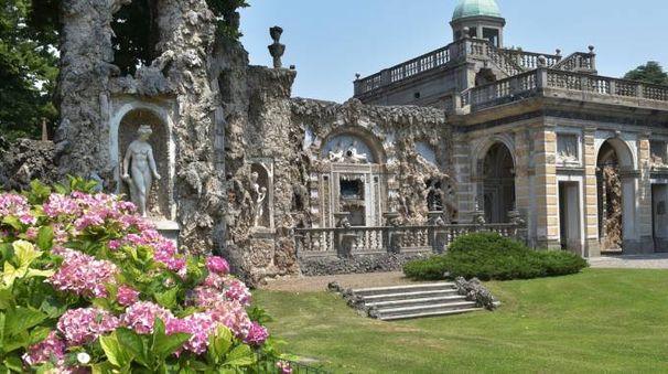Il parco di Villa Litta con il Ninfeo