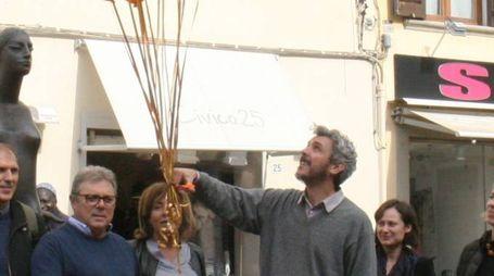Il lancio dei palloncini in occasione della Giornata europea contro la tratta