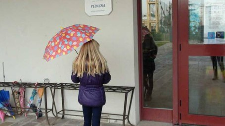 L'ingresso della scuola primaria Pedagna