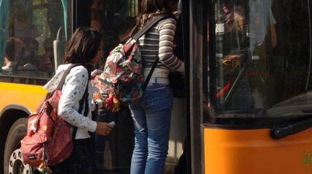 Nuove proteste delle famiglie per il trasporto pubblico