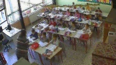 Immagine ripresa dalle telecamere dell'aula in cui insegnava la maestra