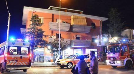 Rimini, il grave incendio in una palazzina di via Cagnacci (Foto Migliorini)