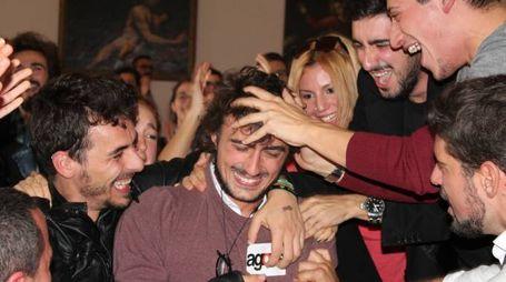 Festa tra gli studenti di Agorà nell'apprendere l'esito del voto (Foto Simone Nigrisoli)