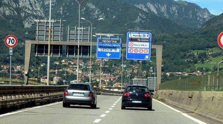 Un tratto della strada statale 36 del lago di Como