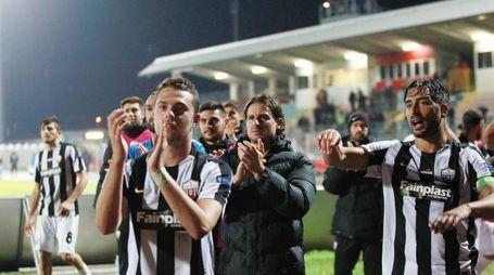 L'Ascoli festeggia la vittoria contro il Cittadella (foto LaPresse)