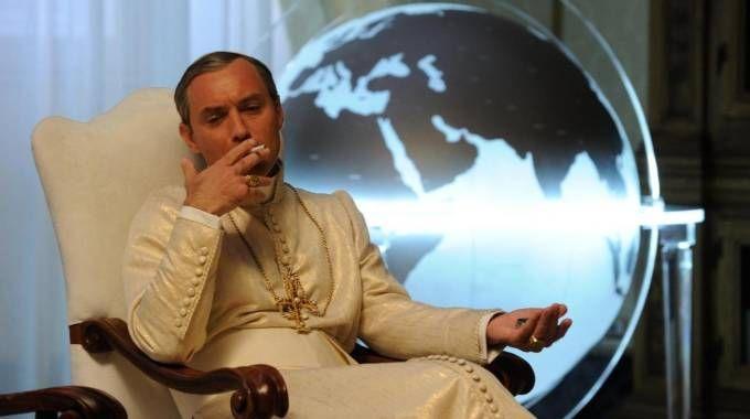 Jude Law interpreta Pio XIII nella serie 'The Young Pope' (Ansa)