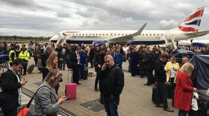 Evacuato il London City Airport (Ansa)