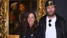 Jovanotti a Palazzo Diamanti con la direttrice Maria Luisa Pacelli (foto Businesspress)