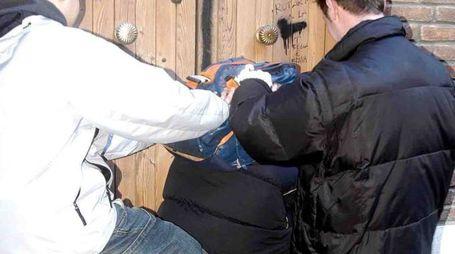 Un episodio di bullismo fuori da scuola (foto d'archivio Businesspress)