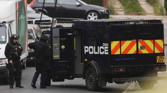 Londra, polizia assedia una casa: persona con 'oggetti pericolosi' (Afp)