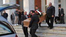Ai funerali tanti amici e parenti di Umberto Leone