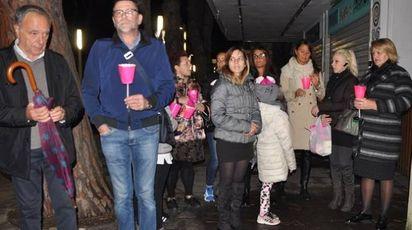 ASSASSINO Michele Castaldo, cesenate di 54 anni.  A fianco: una fiaccolata a Riccione in ricordo della vittima