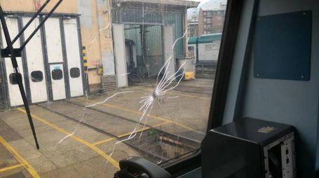 Il treno danneggiato