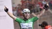 Mark Cavendish vince l'ultima volata dell'anno sul circuito di Yas Marina (Abu Dhabi Tour)