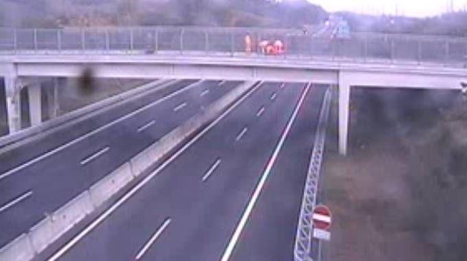 Una scena surreale: l'A1 vuota alle 8 del mattino. Per colpa dell'incidente
