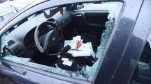 Una delle auto danneggiate