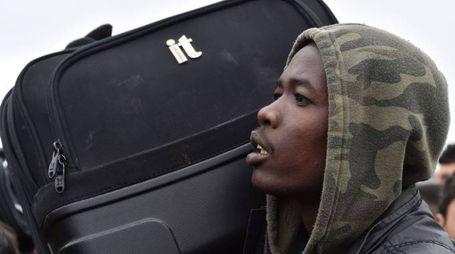 Calais, lo sgombero della 'Giungla' di migranti (Afp)