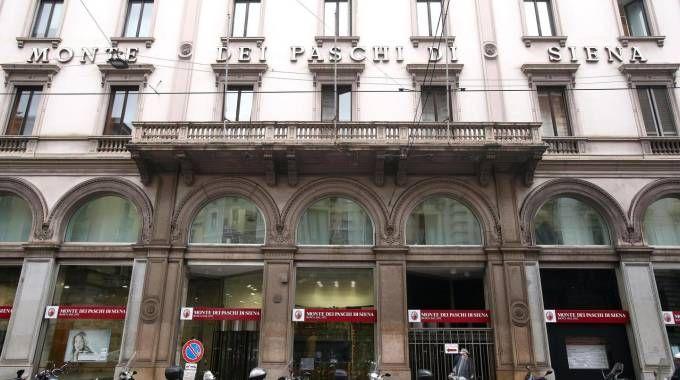 Milano, la filiale Mps dove si è riunito il cda (Ansa)