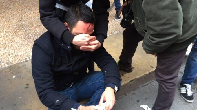 Un universitario ferito dopo la carica