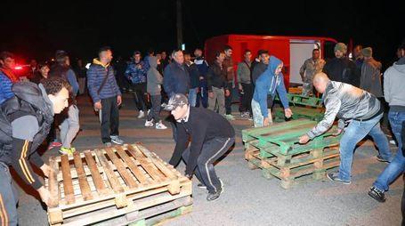 Le barricate anti-immigrati di Gorino, nel Ferrarese (Ansa)