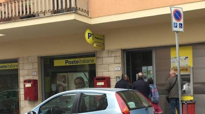 L'ufficio postale rapinato in via Monfalcone a Pistoia