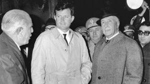 Piero Bargellini con Edward Kennedy (Archivio New Press Photo)